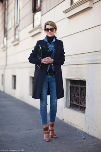 manteau-veste-en-jean-pull-a-col-roule-jean-skinny-sandales-a-talons-pochette-ceinture-large-2384